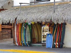 Surfen, Freiwilligenarbeit am Strand Mexiko